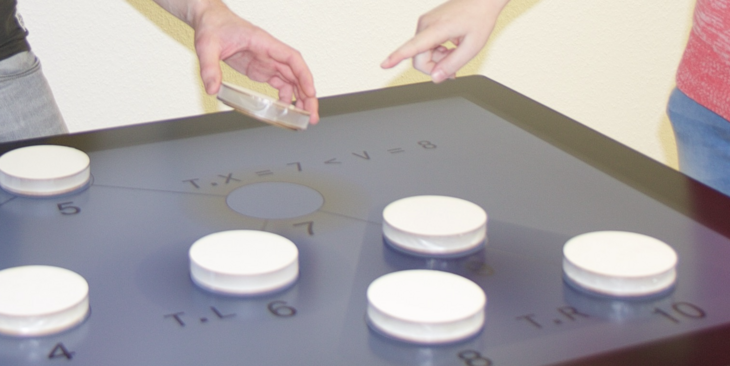 Objects on an interactive multitouch table
